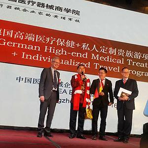 Vortrag über 'Medizinstandort Deutschland' in Zhengzhou | 关于交替疗法的诞生地德国的报告,郑州